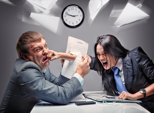 hádka v kanceláři